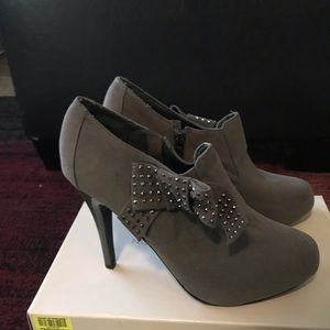 Women's Gray Suede Anne Michelle Ankle Boots Heels